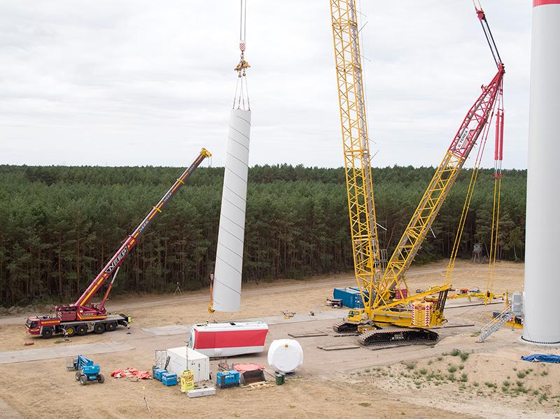 Windanlage im Aufbau