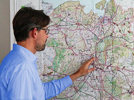 Siehe Slider von alter Homepage-Startseite: Herr Niewald an der Karte